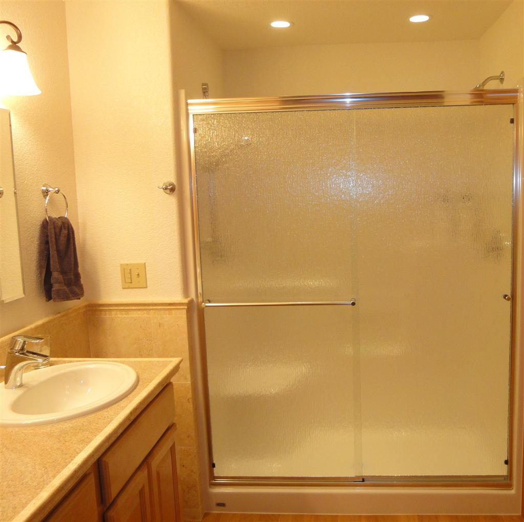 Capitol Glass - Shower Enclosure 5719 (Large)